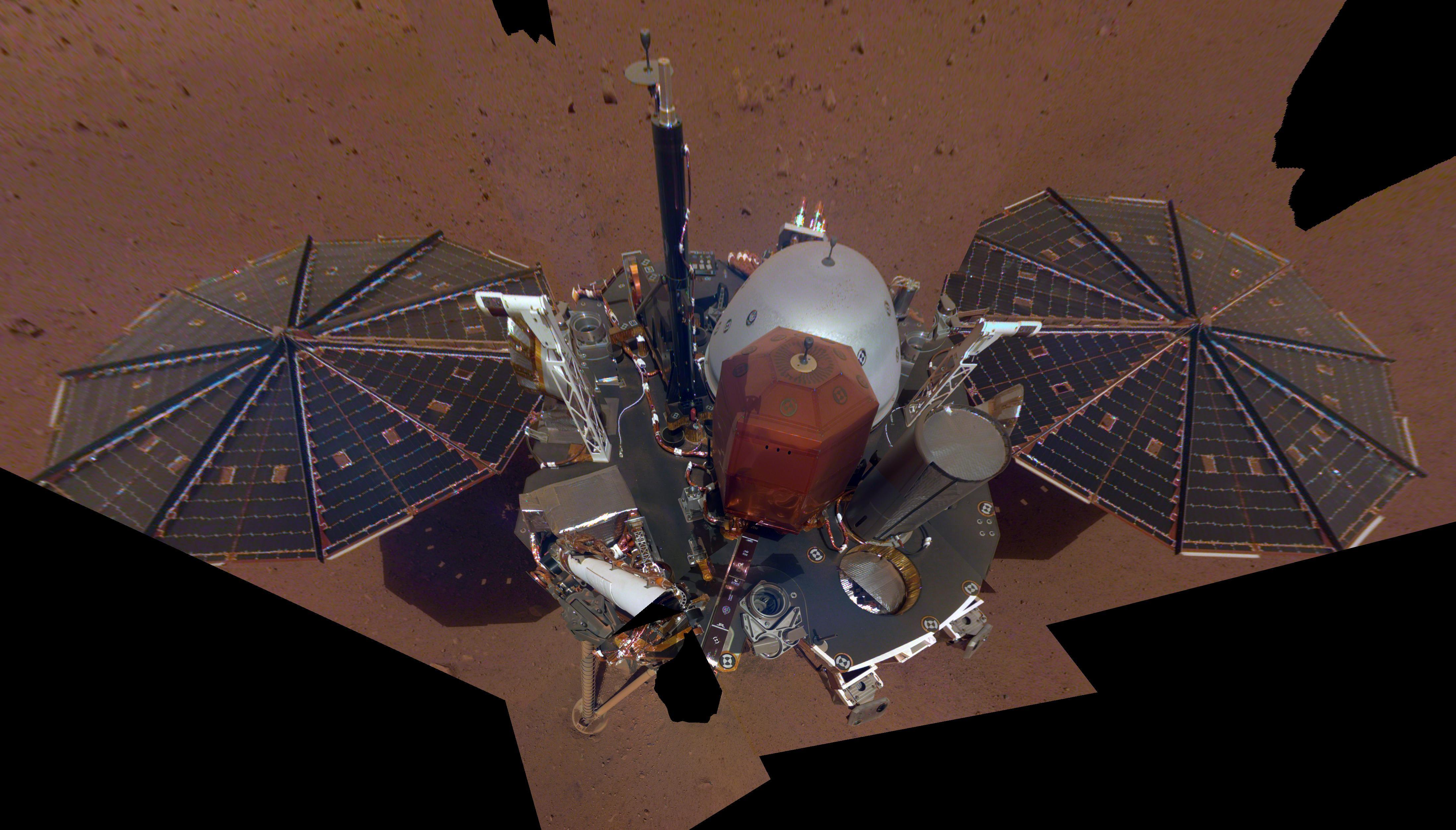 Premier Selfie d'inSight depuis Mars